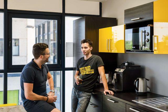 CodinGame kitchen scene